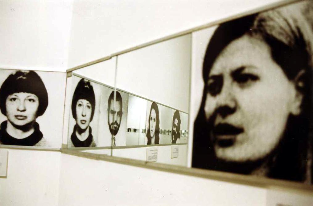 1998-11 Visuales Identidad Madres de Plaza 3