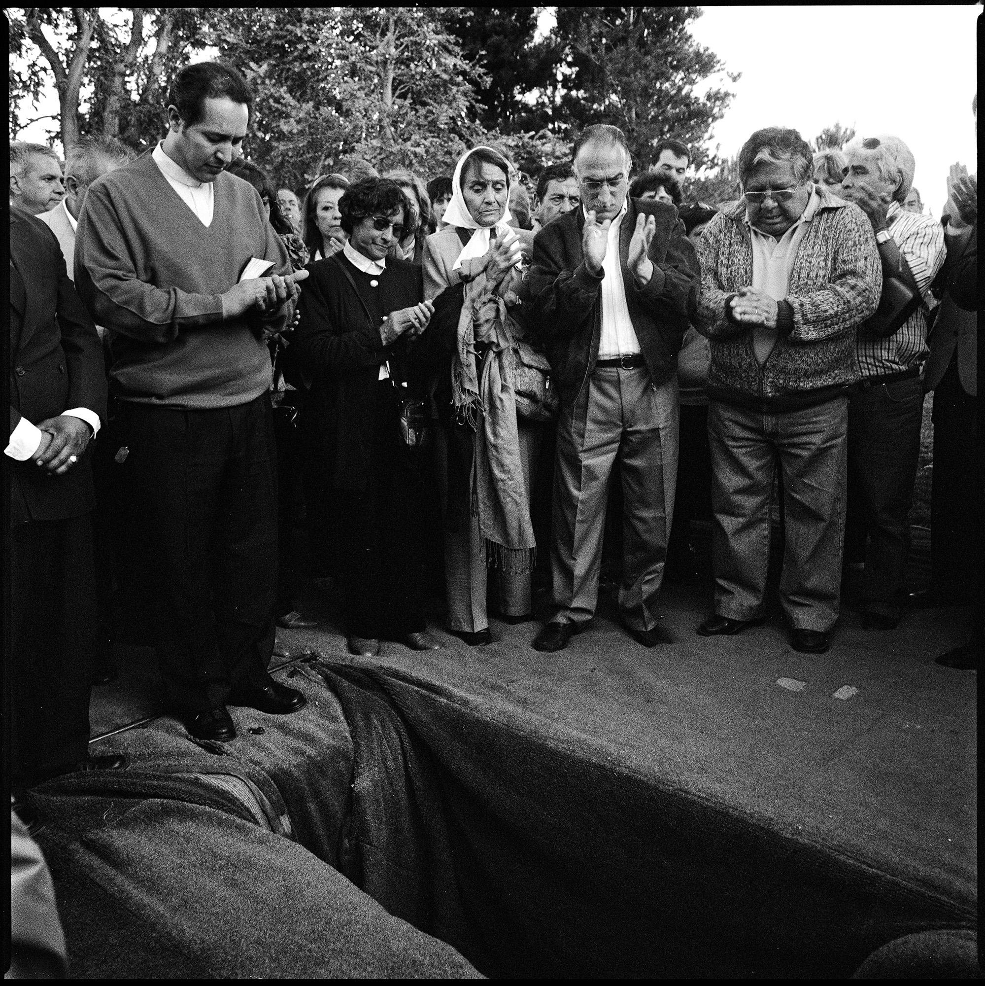 Funeral de Horacio Bau, militante de izquierda montonero oriundo de Trelew, asesinado en La Plata en 1977. Sus restos fueron hallados enterrados como NN en el cementerio de La Plata e identificados por el Equipo Argentino de Antropología Forense.  La ceremonia tuvo lugar en Trelew en noviembre de 2007.