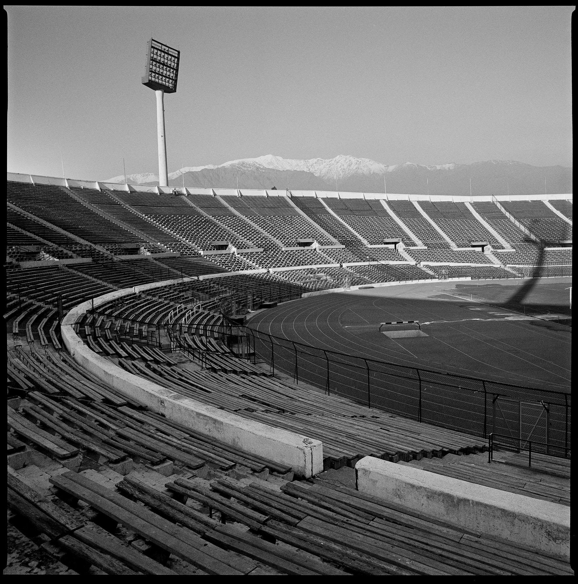 Estadio Nacional de Chile. Durante el golpe de estado de septiembre de 1973, el estadio fue utilizado como un campo de concentración donde la interrogación, la tortura y la muerte eran moneda corriente.  Fotografía tomada en Santiago de Chile en noviembre de 2008.